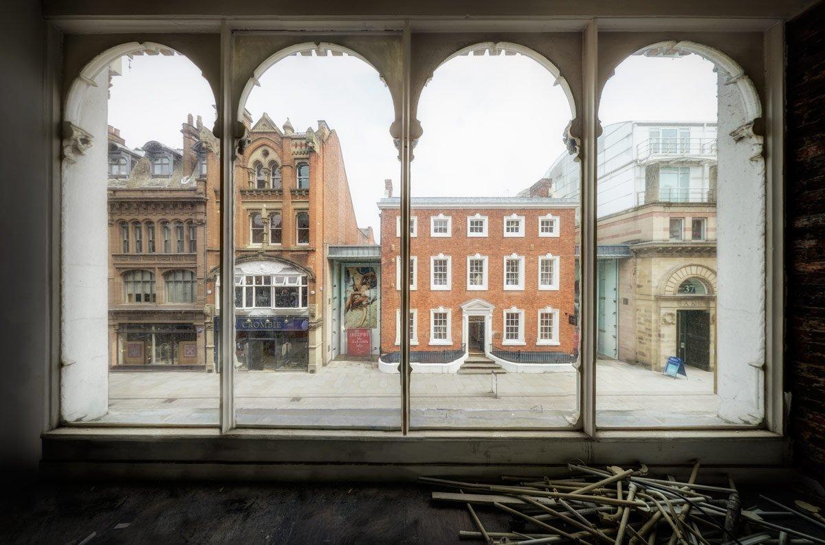 A sneak peek through the windows from the 1st floor to King Street below